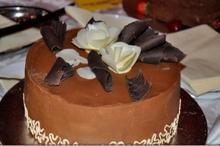 DULCEGĂRII Gorj: Tort de nuci cu cremă de ciocolată