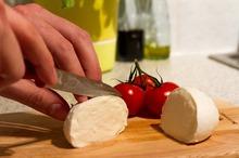 REȚETE VECHI DE 100 DE ANI: Supă de brânză cu pătrunjel și Dulceață în aluat