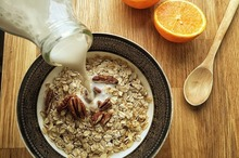 REȚETE VECHI DE 100 DE ANI: Dovlecei (bostănei) prăjiți și Muhalebiu cu lapte de migdale de post