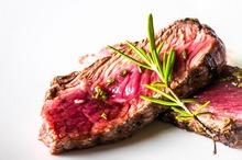 REȚETE VECHI DE 100 DE ANI: Salată de pătlăgele roșii și Mâncare de vițel cu cartofi noi