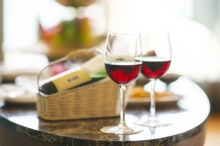 Sute de feluri de vin, unele în premieră națională vor fi expuse și degustate la a XIV-a ediție VINVEST