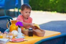 Copiii care sar peste micul dejun riscă să nu consume cantitățile recomandate de nutrienți esențiali (studiu)