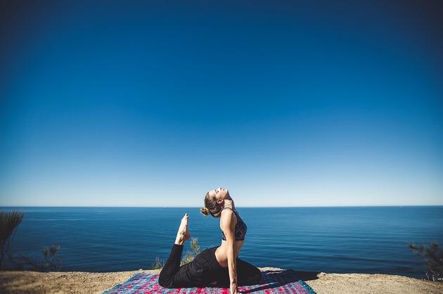 Yoga ar putea îmbunătăți funcțiile cognitive ale femeilor de vârsta a treia (studiu)