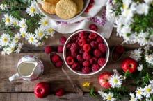 REȚETE VECHI DE 100 DE ANI: Cremă de fructe proaspete și Crema Curaçao