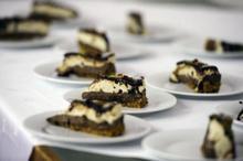 DULCEGĂRII: Tort excelent, cu frișcă și ciocolată, după o rețetă de casă