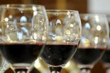 De ce vinul roșu se potrivește așa de bine cu friptura