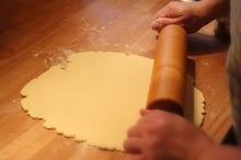 DULCEGĂRII Timiș: Prăjitură cu perdea - rețetă tradițională de la Românești