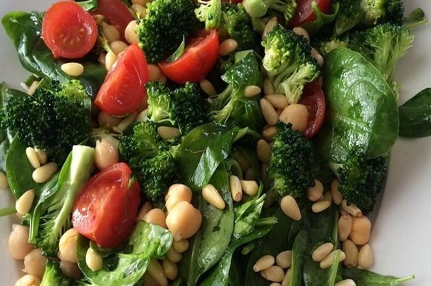 Salată de broccoli şi năut