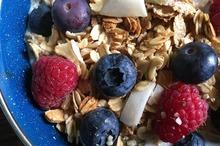 Gustare cu cereale şi fructe proaspete