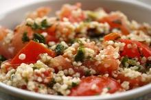 Salată cu quinoa şi legume