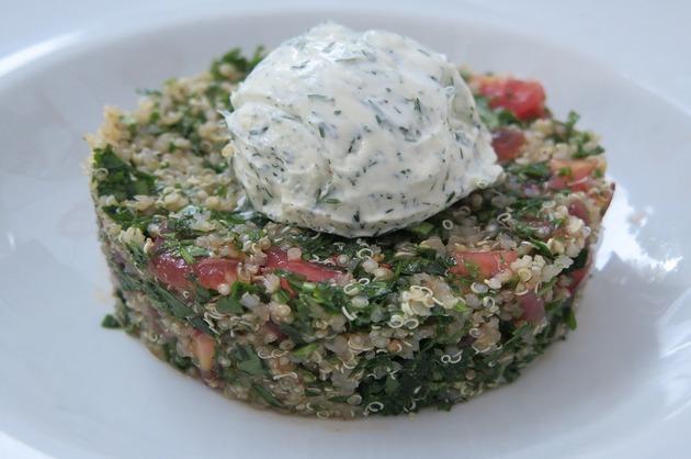 Salată de quinoa cu cremă de brânză