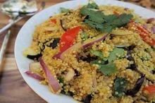 Salată de quinoa şi legume