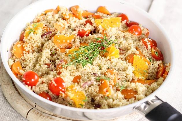 Quinoa cu portocale şi legume